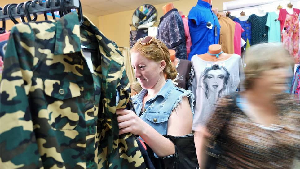 Почему россияне зачастили в секонд-хенды