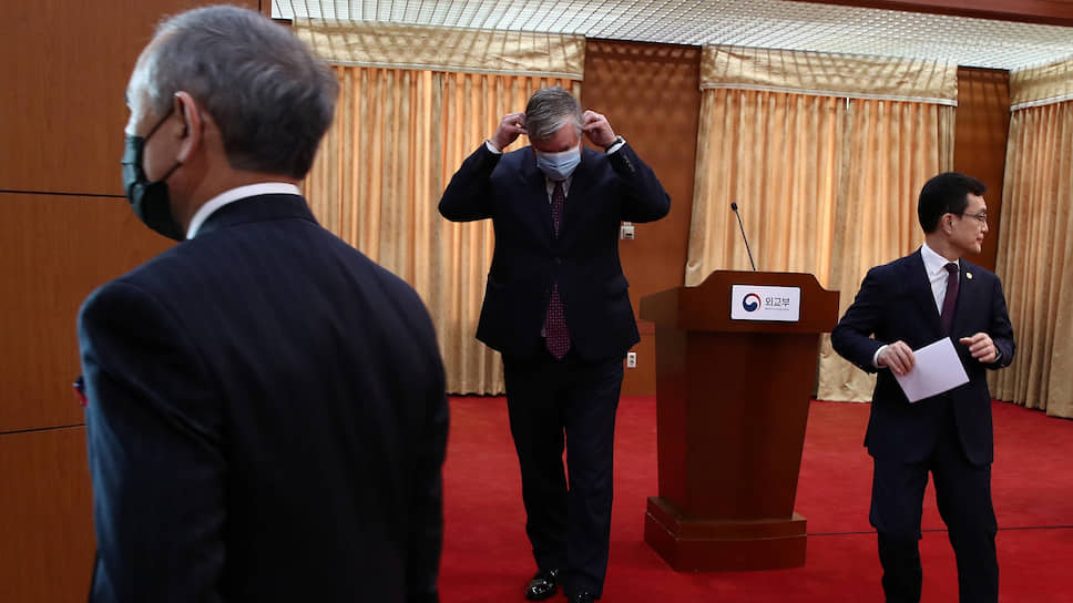 В Сеуле обратили особое внимание на слова Стивена Бигана (в центре) о том, что США готовы к переговорам с Ким Чен Ыном