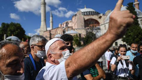 Святую Софию опять взяли османы  / Власти Турции вернули ключевой достопримечательности Стамбула статус мечети
