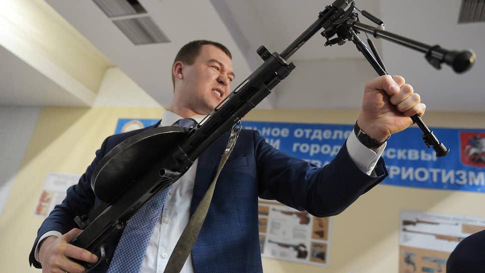 Вриоопасная ситуация / В Хабаровском крае Михаила Дегтярева могут встретить не по партбилету