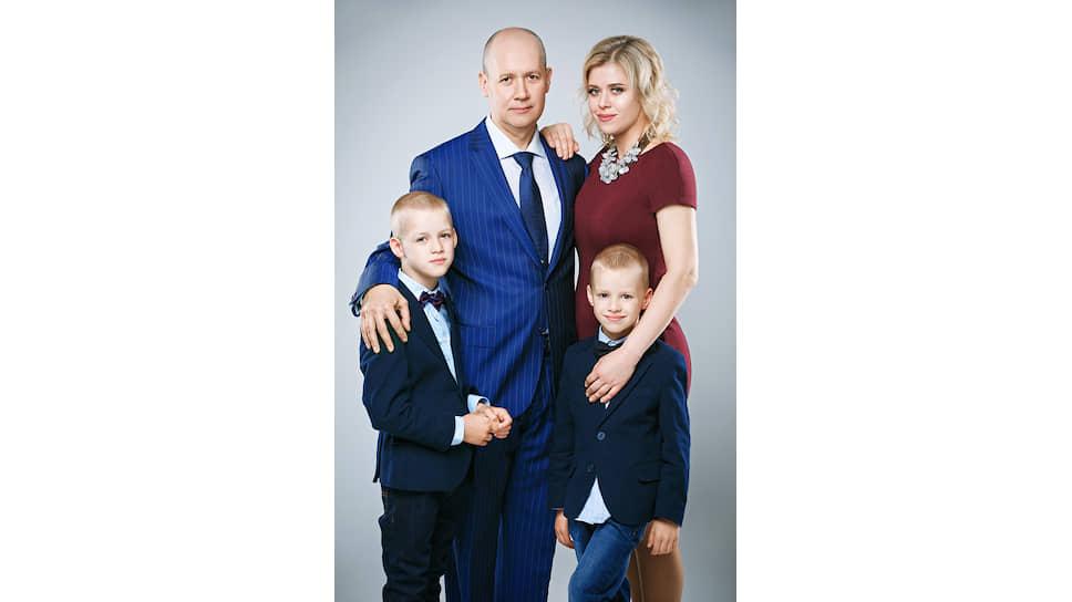 Валерий и Вероника Цепкало с детьми