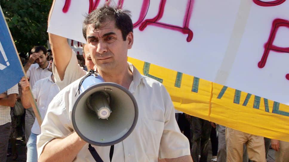 Организатором убийства учредителя еженедельника «Черновик» Хаджимурада Камалова (на митинге) следствие считает бывшего вице-премьера Дагестана Шамиля Исаева