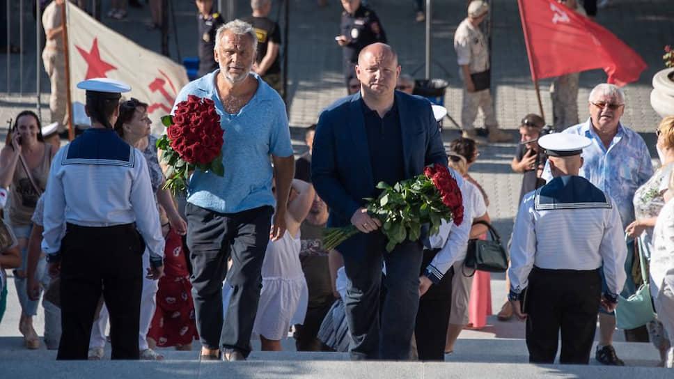 Бизнесмен Алексей Чалый (слева) и врио губернатора Севастополя Михаил Развожаев
