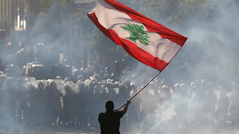 Бейрут трясет от взрыва  / Ливанцы требуют смены власти, международные доноры — прозрачности и реформ