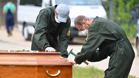 Смертность пошла сверх  / Росстат оценил рост людских потерь в России за полгода