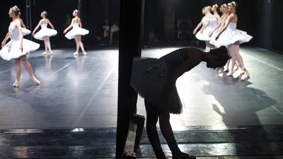 По крайней мере в начале сезона многие балетные труппы будут вынуждены довольствоваться немноголюдными спектаклями