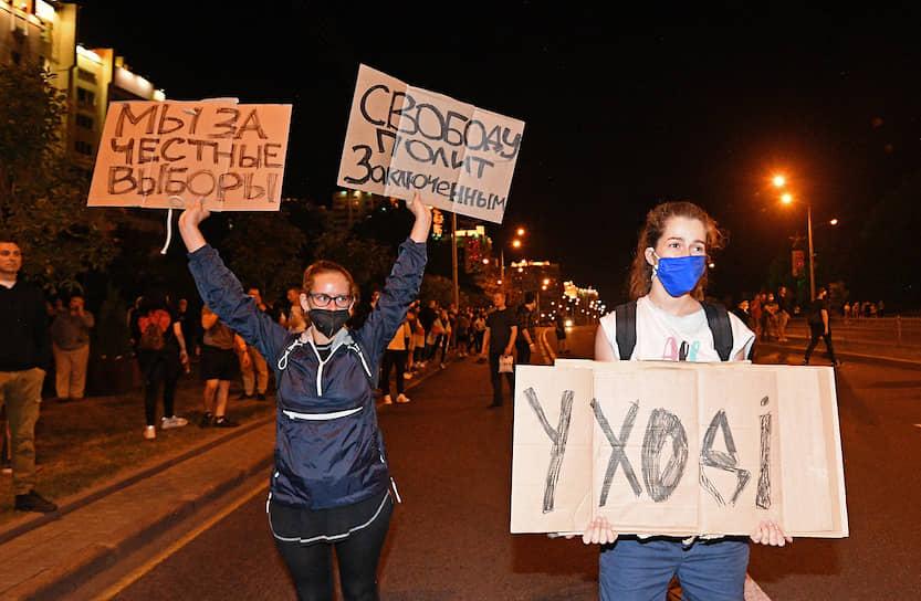 Хотя спектр лозунгов на протестных акциях в Белоруссии заметно расширился, самым распространенным остается прежний призыв, обращенный к Александру Лукашенко