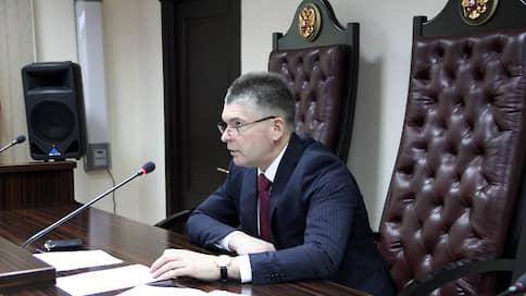 Мосгорсуд готовят к военному замещению  / Председателю Южного окружного военного суда предстоит переквалификация на гражданского