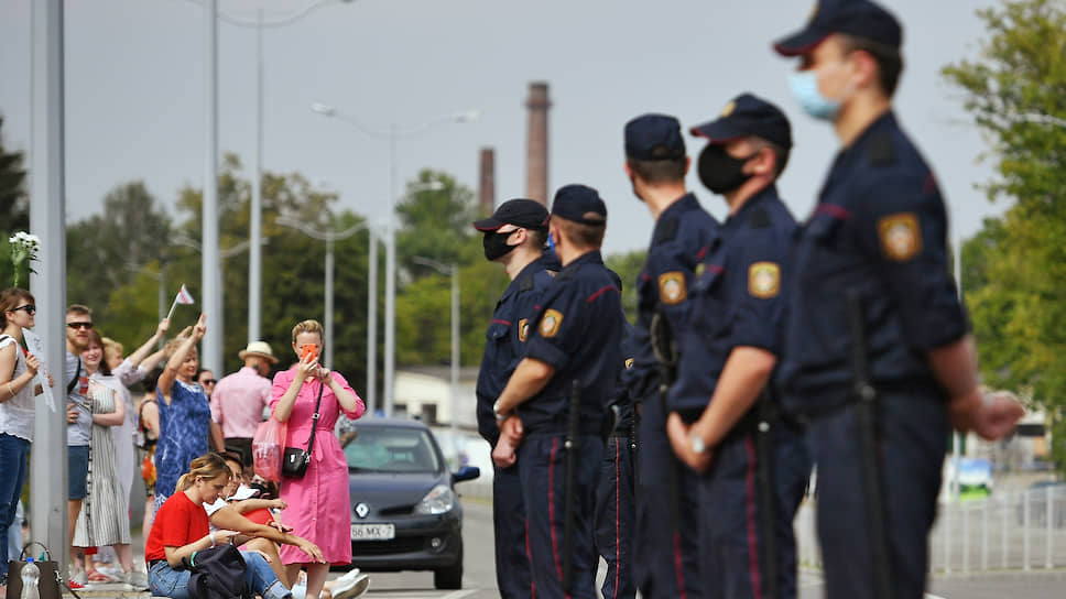 Митинги и забастовки в Белоруссии не прекращаются, но то, каким будет следующий этап противостояния, похоже, не представляют себе ни протестующие, ни силовики