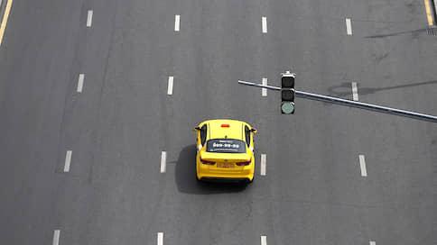 «Яндекс.Такси» поднимает щиты  / Агрегатор попробует себя в наружной рекламе