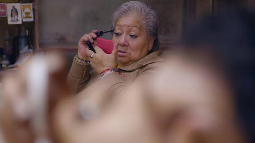 Кадр из фильма Лауры Эрреро Гарвин «Мамочка»