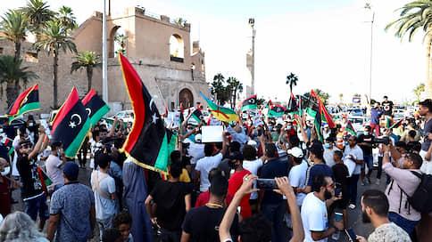 В Ливии требуют смены режимов  / Из доверия граждан вышли оба враждующих лагеря