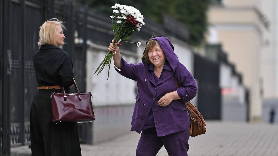 Нобелевский лауреат по литературе Светлана Алексиевич уверена, что белорусам «нужна помощь мира» — в том числе, «может быть, и России»