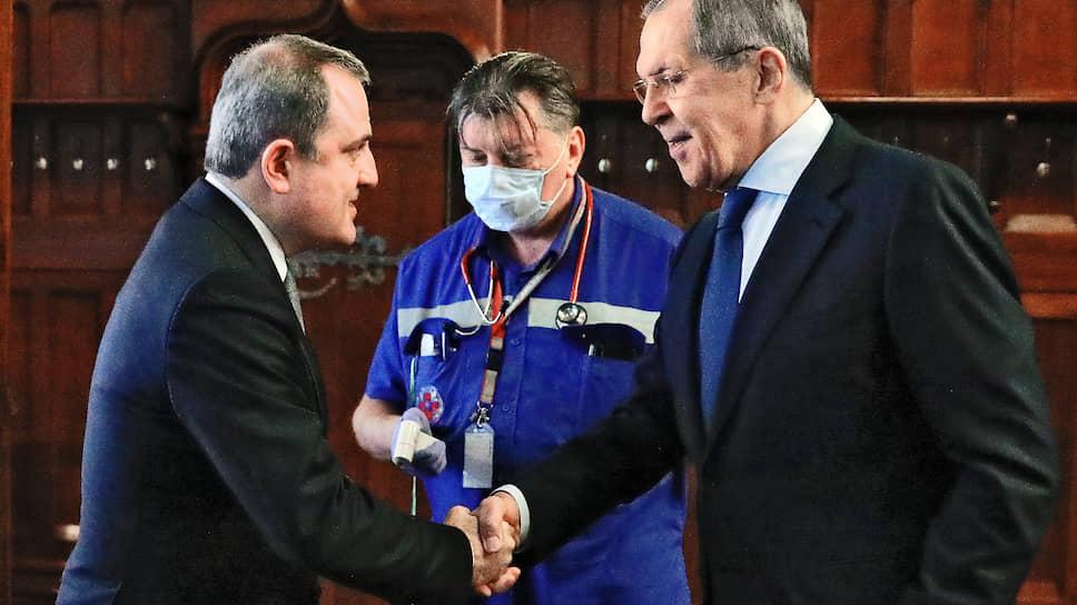 Нынешний официальный визит в Москву стал первым для нового главы МИД Азербайджана 47-летнего Джейхуна Байрамова (слева), полтора месяца назад переведенного на этот пост с должности министра образования