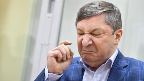 Генерал-полковника изобличил генерал-майор // Бывшего замначальника Генштаба обвинили в особо крупной взятке за радиозавод