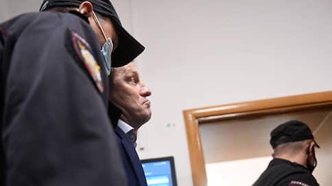Сергея Фургала обвинили в протестном шантаже // Экс-губернатор Хабаровского края проведет под арестом еще три месяца