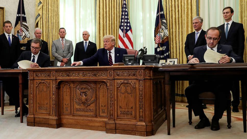 Президент Сербии Александр Вучич и премьер Косово Авдулах Хоти подписали в Вашингтоне документ под названием «Экономическая нормализация». Президент США Дональд Трамп назвал его «важным и историческим»