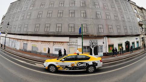 Нелегалов не смогли высадить из такси  / Суд не поддержал претензии к агрегаторам