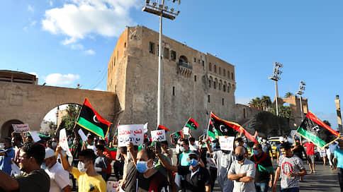 Процесс пошел, и власть ушла  / Правительство на востоке Ливии подало в отставку на фоне протестов