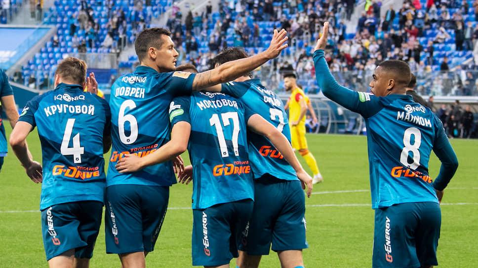 Футболисты «Зенита» (на фото) пережили неприятный отрезок во втором тайме матча с «Арсеналом», но добились победы, принесшей им лидерство в чемпионате