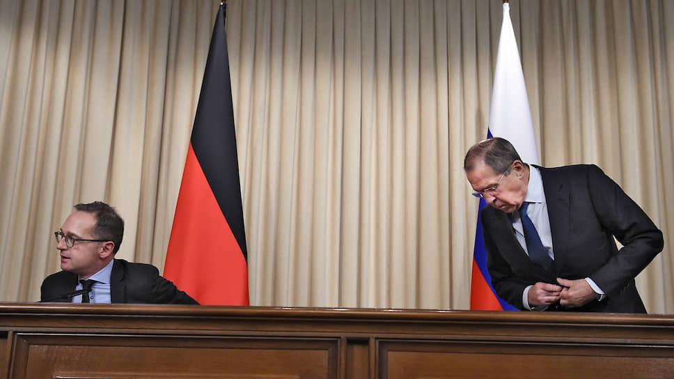 Глава МИД Германии Хайко Маас был готов провести полуторачасовые переговоры с Сергеем Лавровым, но от участия с ним в торжественной церемонии отказался, сославшись на «изменения в рабочем графике»