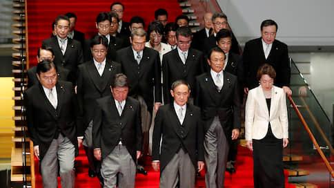 Почти сотый  / Ёсихидэ Суга приступил к работе 99-м главой японского правительства