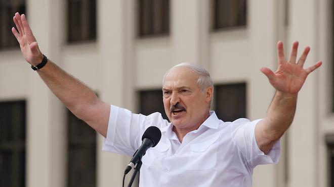 Русь Белая и совсем горячая  / Власть заводит уголовные дела, а оппозиция подводит ее под санкции