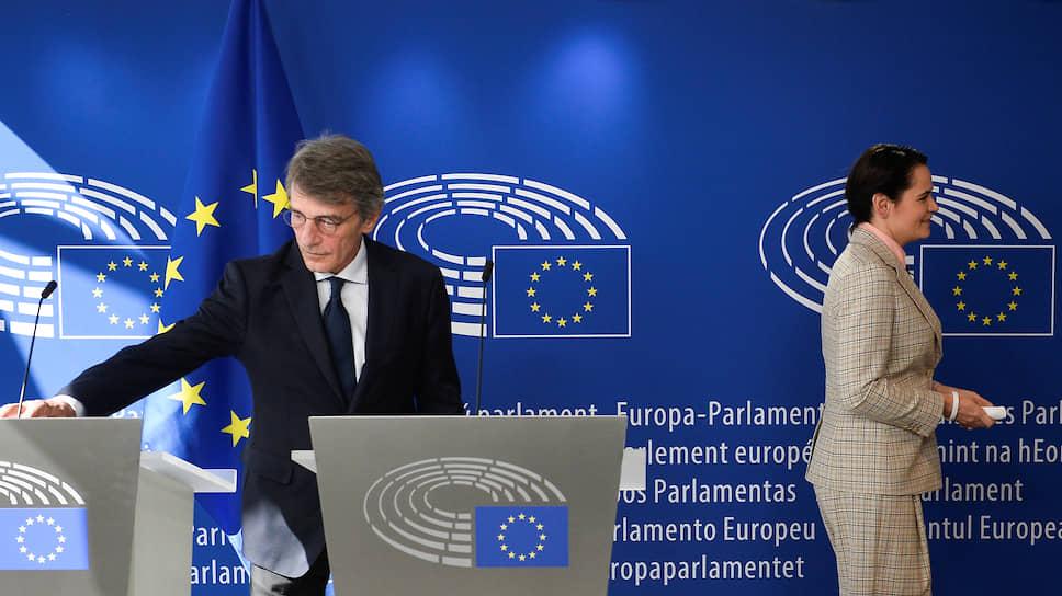 Радушный прием Светланы Тихановской в Брюсселе (слева: председатель Европарламента Давид Сассоли) пока не обернулся для ее противников в Минске реальными политическими последствиями