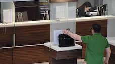Клиентов переведут на спецобслуживание  / Банки потеряют часть доходов от брокерских счетов