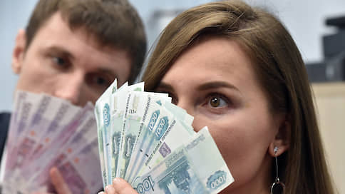 Зарплатам уточнят снижение // Росстат рассчитает их с учетом данных ПФР