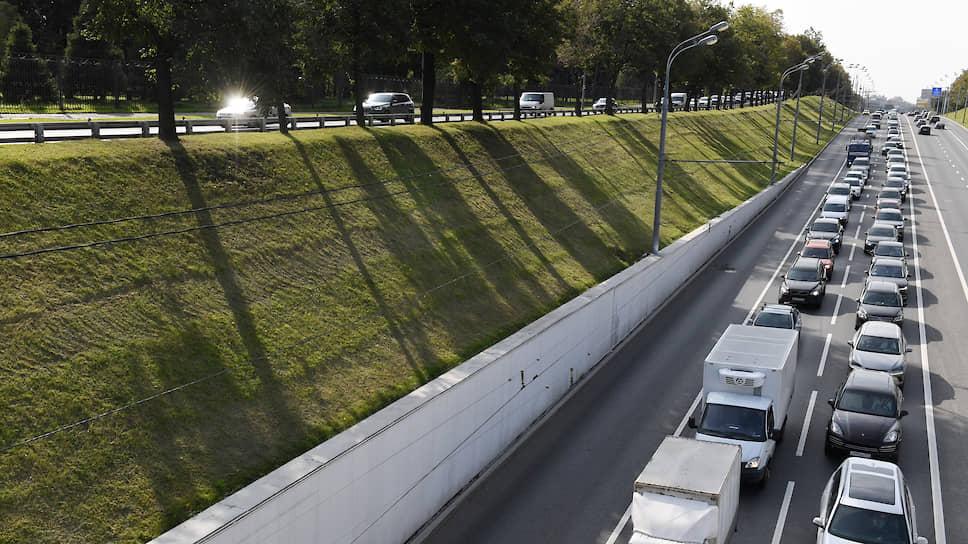 Из автомобилей выкачивают данные  / Для платформы «Автодата» разработали законопроект