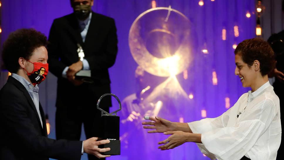 Главные награды фестиваля в Сан-Себастьяне были отданы Деа Кулумбегашвили (справа) и ее фильму «Начало»