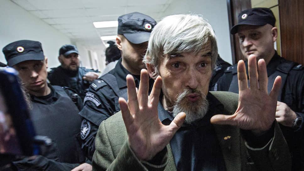 После решения апелляционного суда Юрию Дмитриеву не хватит пальцев двух рук, чтобы сосчитать годы заключения