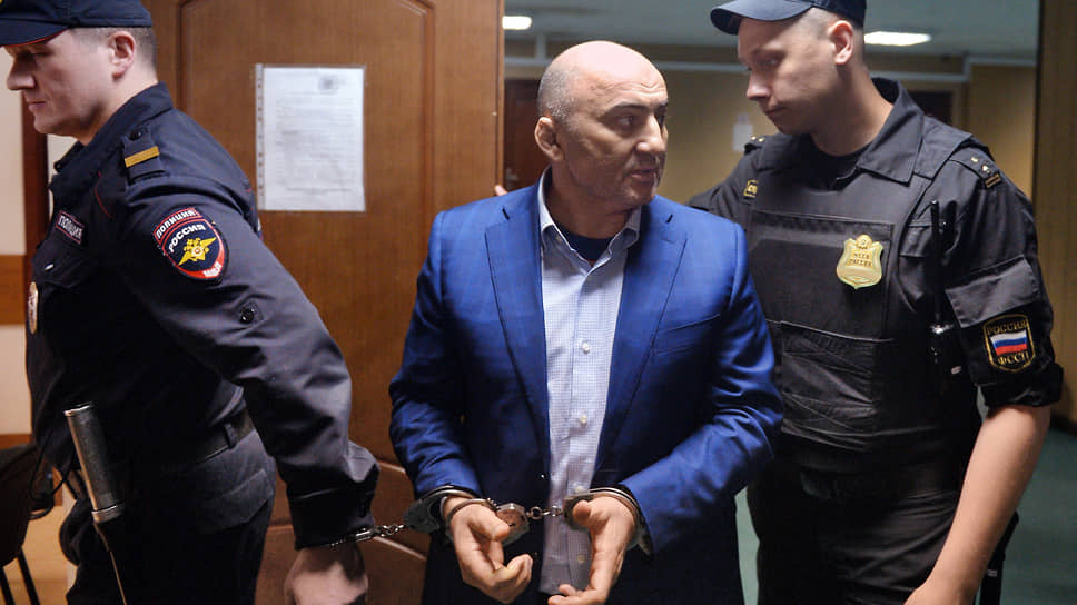 Продававшей должность главы МВД запросили двенадцать лет, а покупавшему — девять