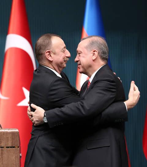 Азербайджан, собирающийся продолжать наступление, и поддерживающая его Турция оказались в дипломатическом меньшинстве (на фото: президенты Азербайджана и Турции Ильхам Алиев и Реджеп Тайип Эрдоган)