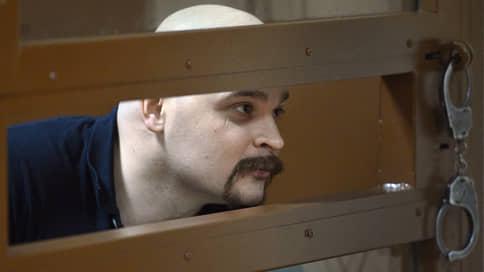 Родных не подпускают к телу Тесака  / Родителям Максима Марцинкевича не дают провести независимую экспертизу перед его похоронами