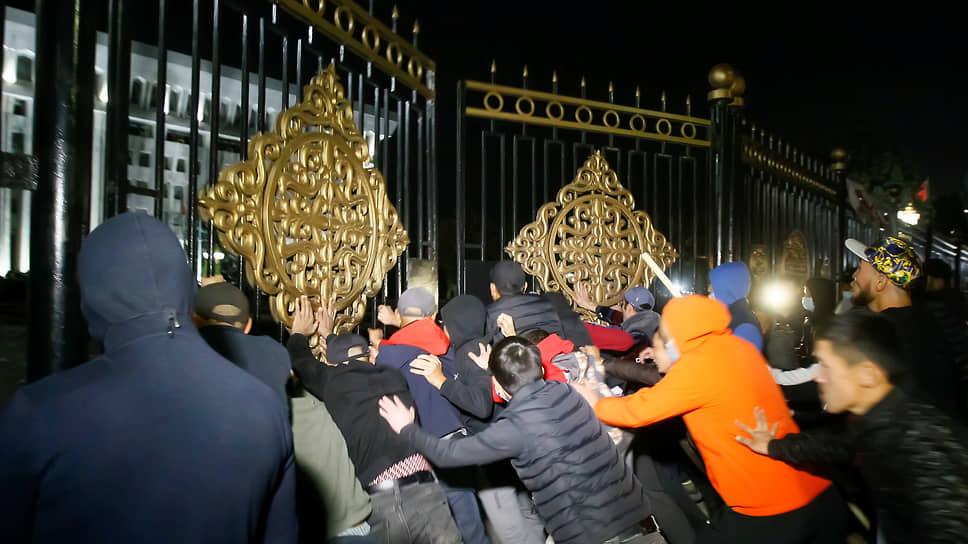 Киргизию занесло на перевороте / Как президент республики оказался перед сложным выходом