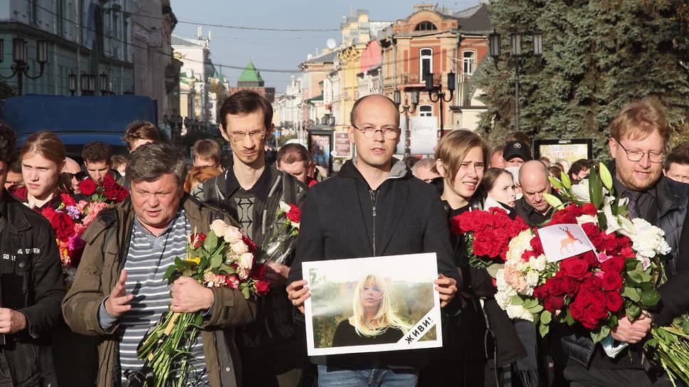 «Ее смерть станет для нас поводом задуматься о том, как мы живем» / В Нижнем Новгороде простились с журналисткой Ириной Славиной