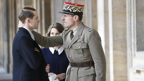 Генерал и его Франция  / Де Голль как «усатая Жанна д'Арк» в фильме Габриеля Ле Бомина