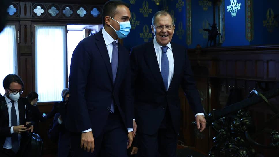 Министры иностранных дел России и Италии Сергей Лавров (справа) и Луиджи Ди Майо