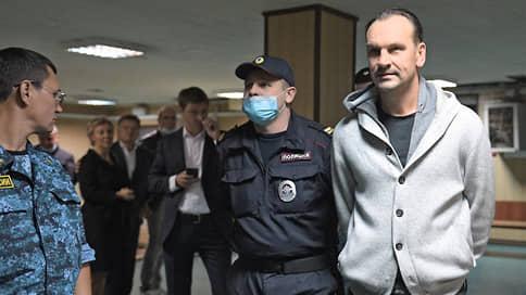 Михаилу Хабарову прокричали обвинение  / Топ-менеджер «Траста» и его адвокаты следователя не услышали