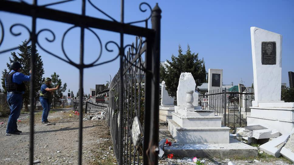 Кладбище после обстрела