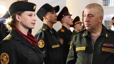 Генерала Росгвардии забрили на дело // По подозрению в мошенничестве с парикмахерской задержан бывший куратор тыла войск Национальной гвардии