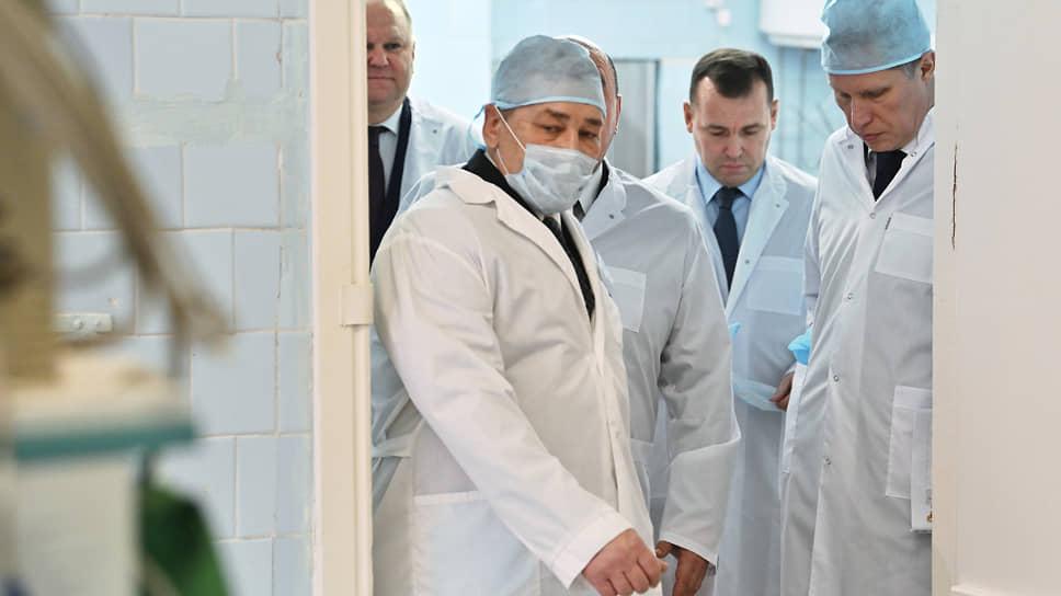Губернатор Курганской области Вадим Шумков (второй справа) заявил, что московские медики прибыли в регион по его просьбе