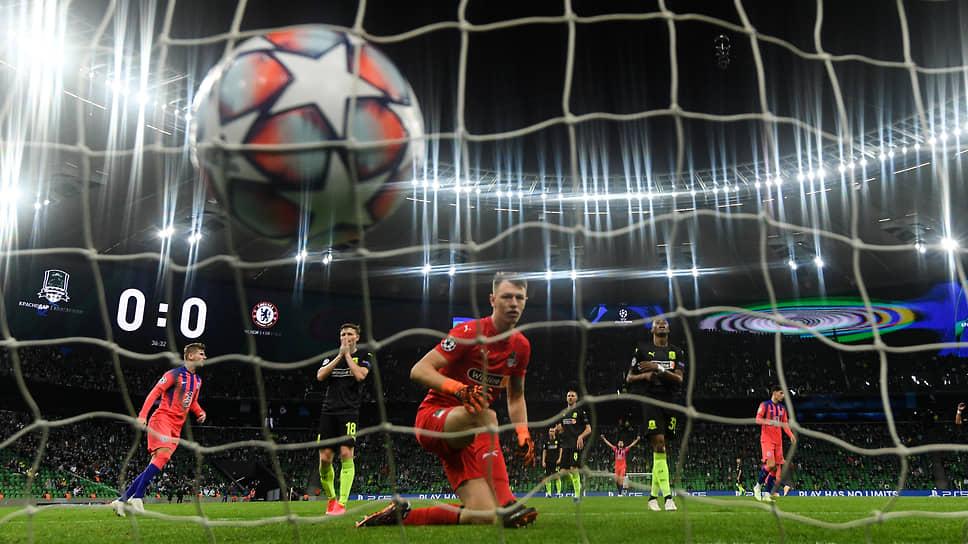 При временами неплохой игре «Краснодара» его вратарь Матвей Сафонов все равно пропустил от «Челси» четыре мяча