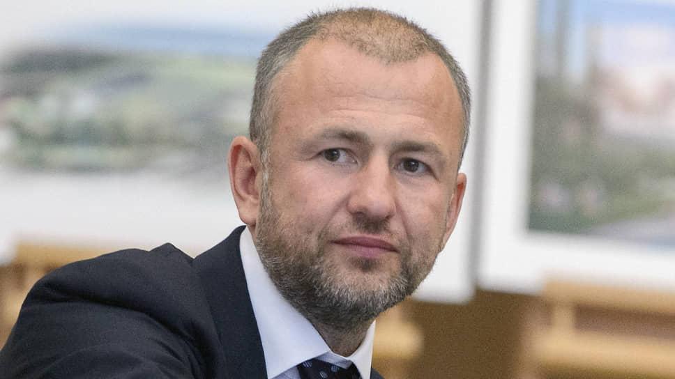 Глава комитета РСПП по климатической политике, бенефициар угольной компании СУЭК Андрей Мельниченко намерен убедить ЕС отказаться от введения углеродного налога