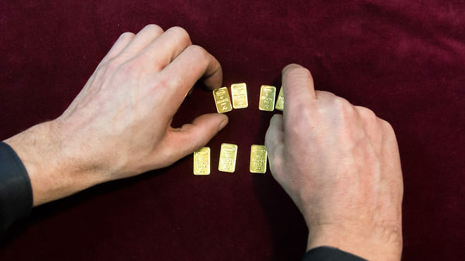 Золото разошлось по частникам  / Розничные инвесторы покупают его лучше всех