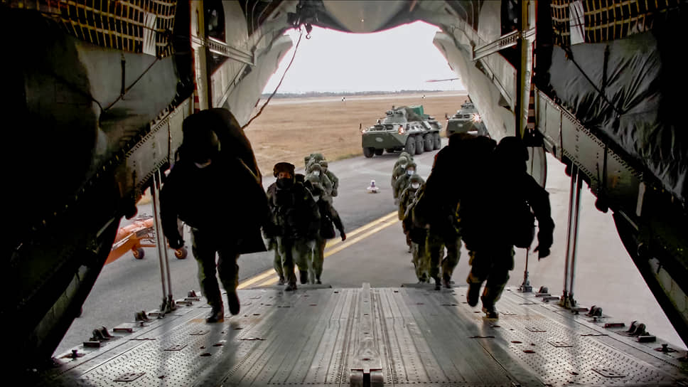 В ночь на вторник на самолетах Ил-76 с аэродрома Ульяновск-Восточный в Карабах отправились военнослужащие 15-й отдельной мотострелковой Александрийской бригады, которую называют «миротворческой»
