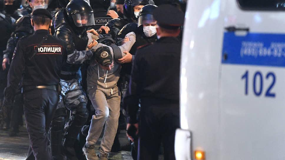 В случае принятия нового законопроекта шансы россиян попасть под статью о нарушении правил проведения митингов заметно возрастут
