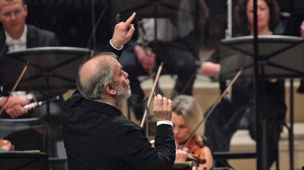 Дирижерской зубочистке Валерия Гергиева покорились не только партитуры, но и трудные для музыкального фестиваля обстоятельства